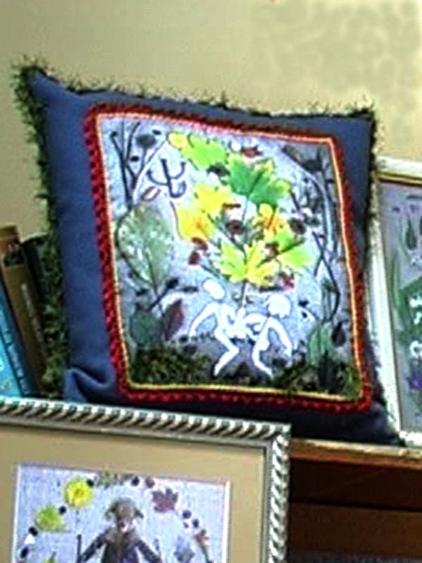 Декоративная подушка с фотопринтом из природных материалов.