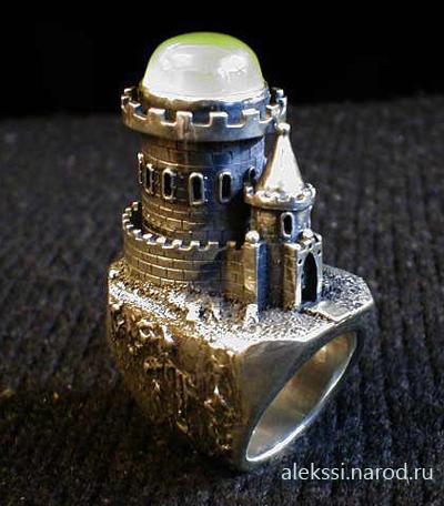 Серебряный перстень в форме замка